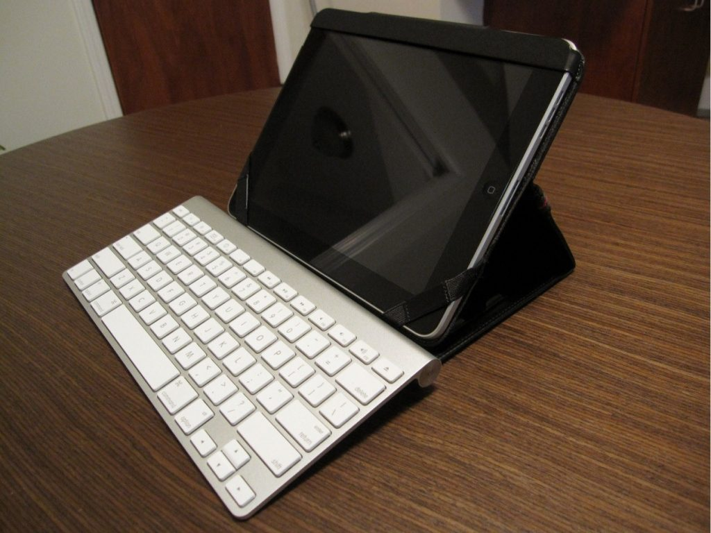 Apple Bluetooth keyboard 1